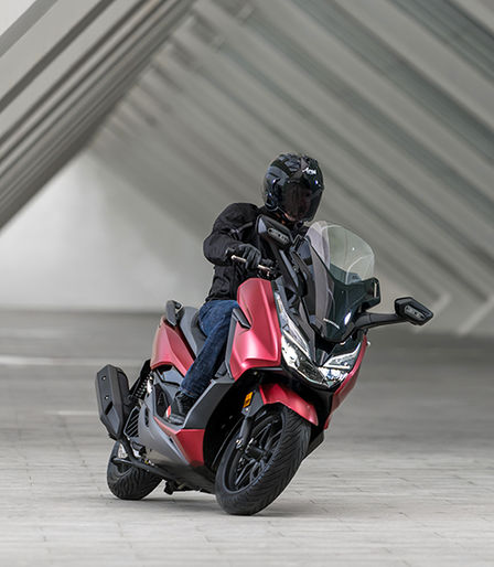 pr sentation forza 125 scooter gamme motos honda. Black Bedroom Furniture Sets. Home Design Ideas